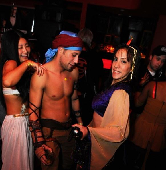 Singles Halloween Party @ Rbar